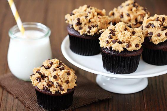 Cupcakes au beurre de cacahuète et topping à la pâte de cookies