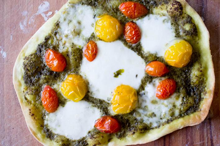tarte-flambee-maison-pesto-tomate-mozzarella-la-godiche-6