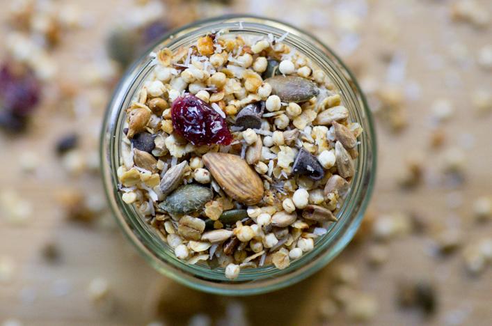 Granola au quinoa soufflé recette sur la godicheGranola au quinoa soufflé recette sur la godiche