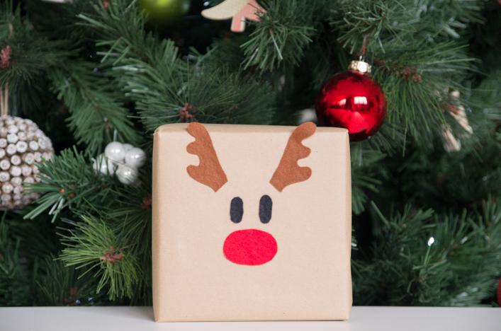 diy-paquets-cadeaux-noel-feutrine-colores-enfant-renne-pere-noel-bonhomme-de-neige-godiche-