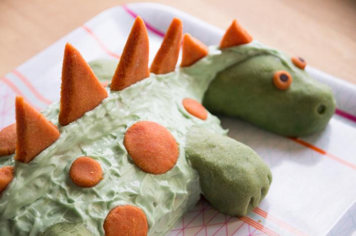 Gâteau dinosaure pâte d'amande et glaçage