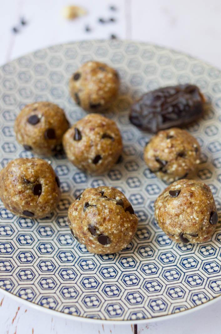 Energy balls aux dattes medjool et noix de cajou, recette rapide et facile sur la Godiche / www.lagodiche.fr