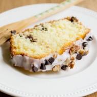 Gâteau au yaourt et pépites de chocolat, glaçage citron choco pécan sur la Godiche