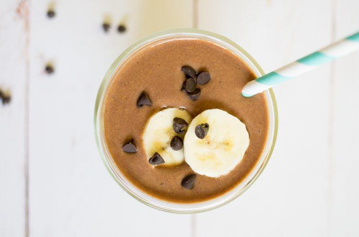 Smoothie beurre de cacahuète et chocolat healthy. Recette gourmande et facile sur la Godiche