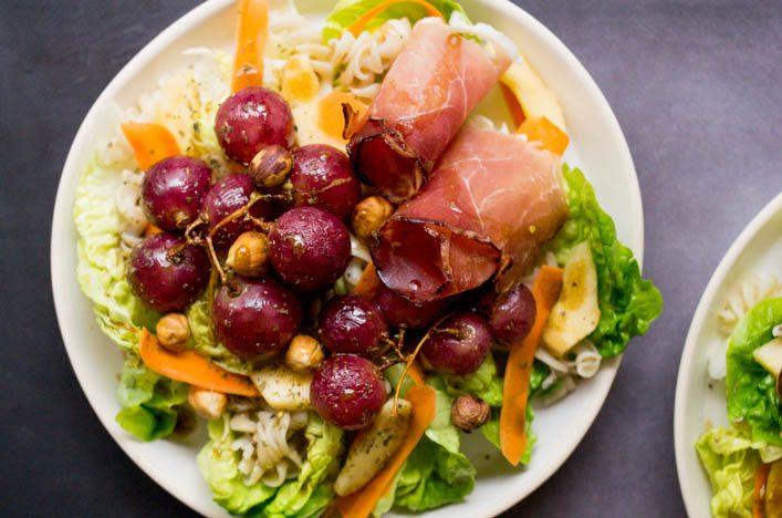 Winter bowl, salade d'hiver aux raisins rôtis, pomme, noisette ... recette gourmande sur la Godiche www.lagodiche.fr