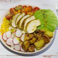 Healthy buddha bowl au poulet épicé, avocat et pomme de terre rôtie au four - Recette gourmande et légère sur la Godiche / www.lagodiche.fr