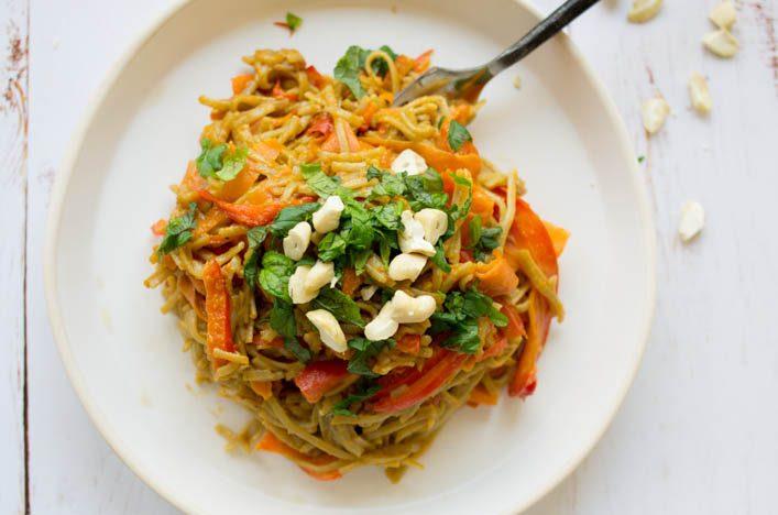 Pad thai au beurre de cacahuète - recette vegan et gourmande sur la Godiche / www.lagodiche